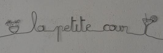 phrase_petite_cour_fil_de_fer